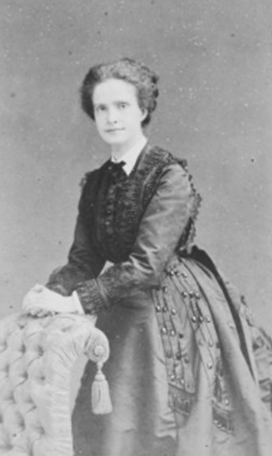 ca  1865 Queen of Portugal Maria Pia | Grand Ladies | gogm