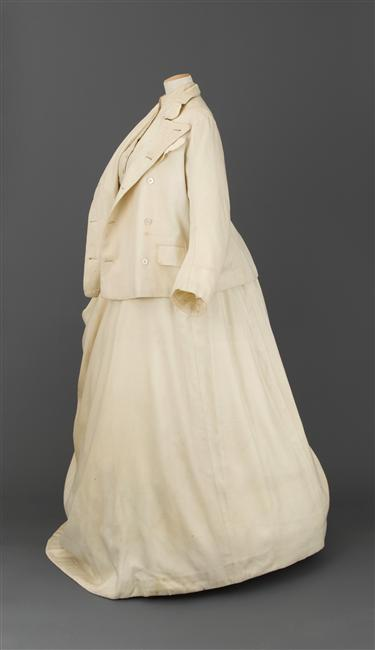 1869 Yachting dress worn to Suez Canal opening by Henry Creed & Co., Londres (Château de Compiègne) photo credit - Stéphane Maréchalle 1