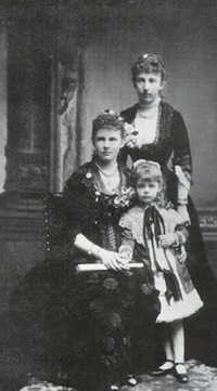 ca. 1886 (based on child's age) Princess Marie of the Netherlands, her sister Elisabeth grandduchess of Oldenburg and daughter Sophie Charlotte of Oldenburg Posted to forum.alexanderpalace.org:index.php?topic=5308.75 by thijs on 11 January 2006 X 2