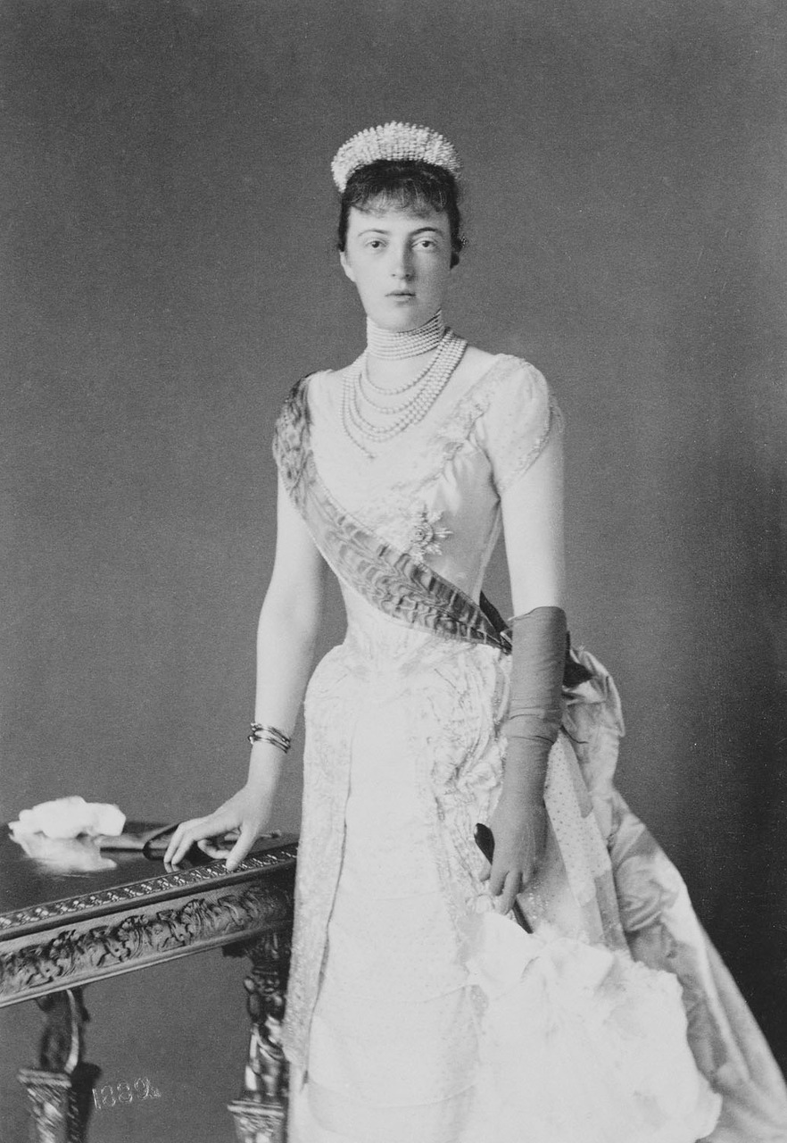 anastasia grand duchess or grand impostor essay Bs photo bog 615 anna anderson impostor provisional government russia essay below is an essay on grand duchess anastasia and her younger brother.