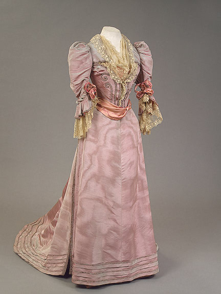 1894 Maria Feodorovna dress Moire, satin, lace, strings of imitation pearls, silver thread and glass beads;  embroidered by Worth (Hermitage)