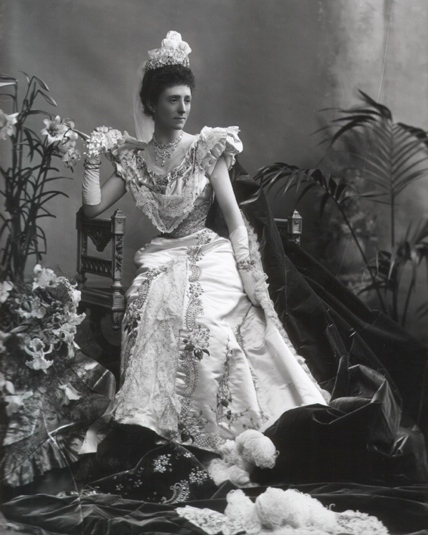 1898 Dame Mary Russell, Duchess of Bedford by Lafayette Photographic Studio theesotericcuriosa.blogspot.com 23Apr10