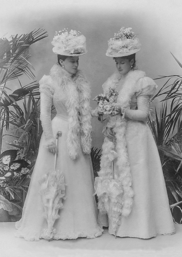 1898 Empress Alexandra Feodorovna with her sister Grand Duchess Elizaveta Feodorovna From Tatiana Z's photostream on flickr