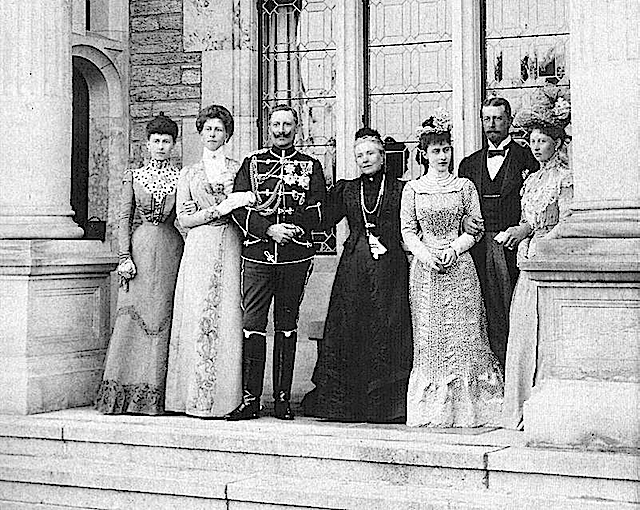 1900 (May) Princess Royal Victoria and family smaller group Wm has key