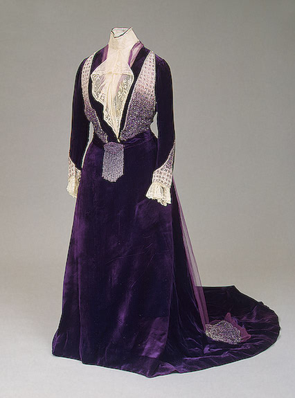 1900s Maria Feodorovna dress Velvet, lace, tulle and glass beads;  embroidered by Worth (Hermitage)