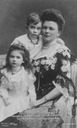 1902-1904 Sophie Chotek with her children