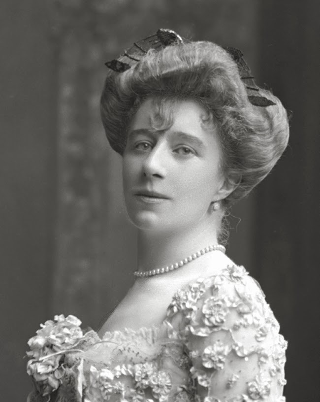 1902 Coiffure of Marquesa de Torre Hermosa, née May Mildred Hill Bignold, later Mrs Herbert Maddick by Lafayette Photographic Studios From cologanvalois.blogspot.com:2013:10:1915-arthur-cologan-bignold-es-hecho.html