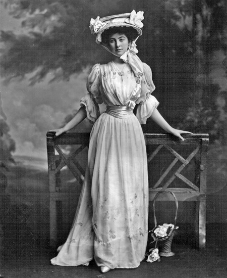1902 Constance Edwina Cornwallis-West, later Duchess of Westminster W