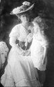 1904 Marie and daughter Mignon