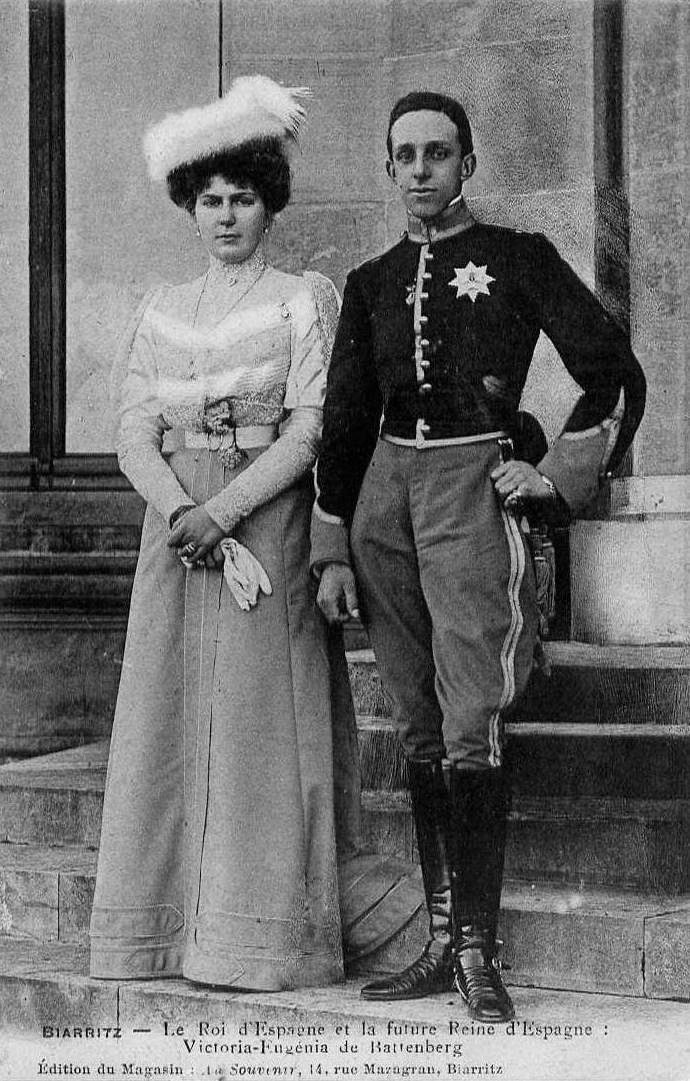 1906 Engagement picture of Ena and Alfonso XIII detint scratch on skirt fixed with Photoshop