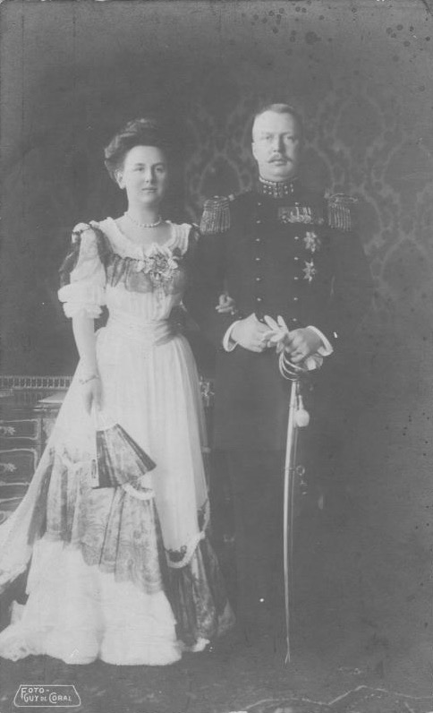 1906 Queen Wilhelmina and Prince Henry by de Coral eBay detint
