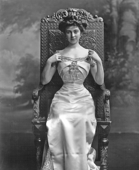 1907 Constance Edwina Cornwallis-West seated by Lafayette Photographic Studios