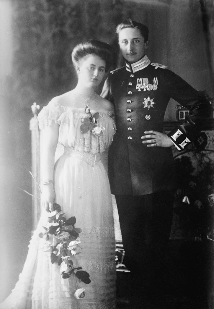 1908 SKKH Prinz August Wilhelm Hohenzollern und seine Braut Prinzessin Alexandra von Schleswig-Holstein From the lost gallery's photostream on flickr detint deflaw