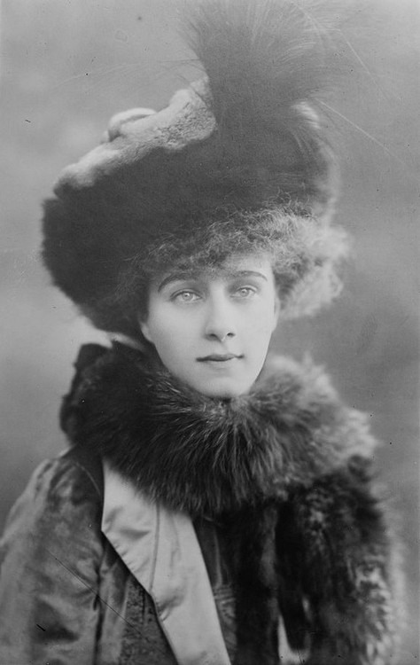 1909 Beatrice Forbes, 8th Countess of Granard From teatimeatwinterpalace.tumblr.com/page/223