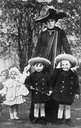 1911 (based on ages of children) Ena e hijos