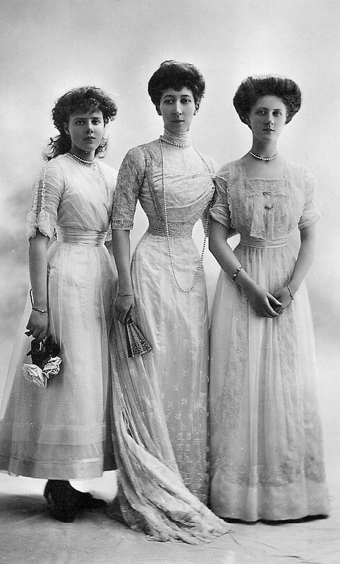 1911 Princess Maud, Duchess of Fife, and Princess Alexandra detint