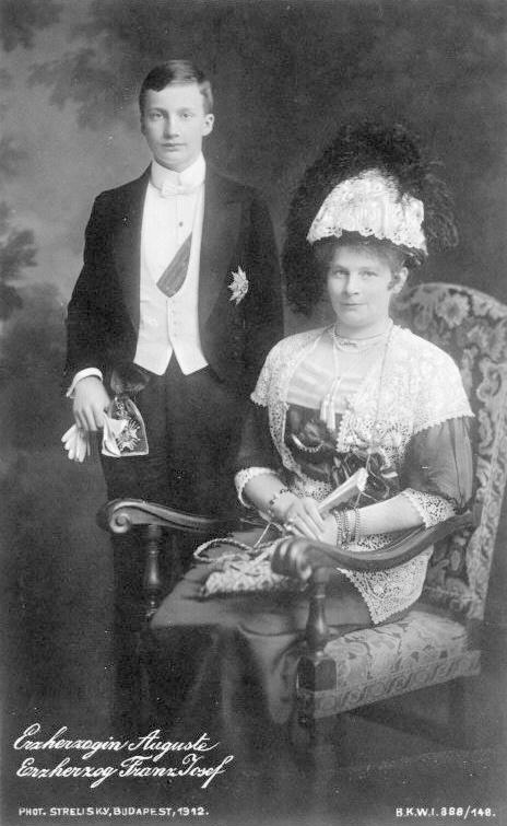 1912 Auguste of Bavaria and son Josef Franz From erzsebet-kiralyne.blog.cz:1104