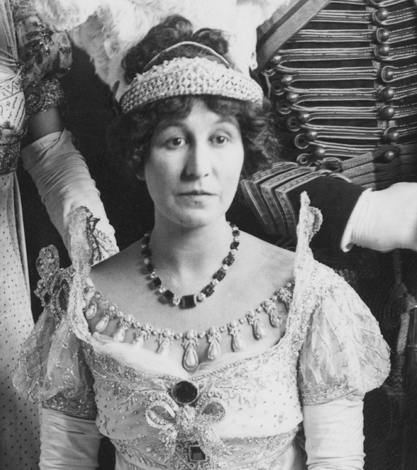 1912 (June) Mary Innes-Ker, Duchess of Roxburghe (born Mary Goelet) wears a tiara with lozenge-shaped designs at the 150 Years Ago Ball in London From thecourtjeweller.com:2017:07:the-daily-diadem-roxburghe-lozenge-tiara.html