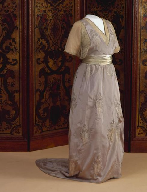 1913-1914 Evening dress of Wilhelmina, Queen of the Netherlands From pinterest.com/lvjames2009/royal-clothing/.png