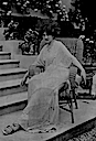 1913 Baroness de Guestre seated by stairs