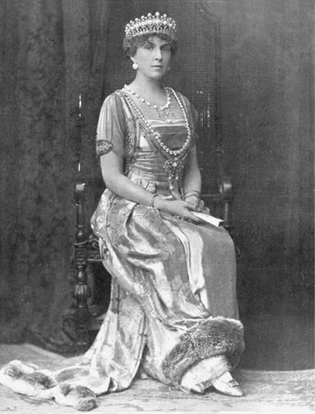 1918 Queen Victoria Eugenia wearing Turquoise Parure and Worth Gown