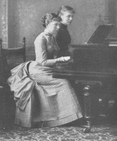 Amalie (right) with Marie Valerie at the piano From erzsebet-kiralyne.blog.cz:0901:dcera-karla-theodora-amalie