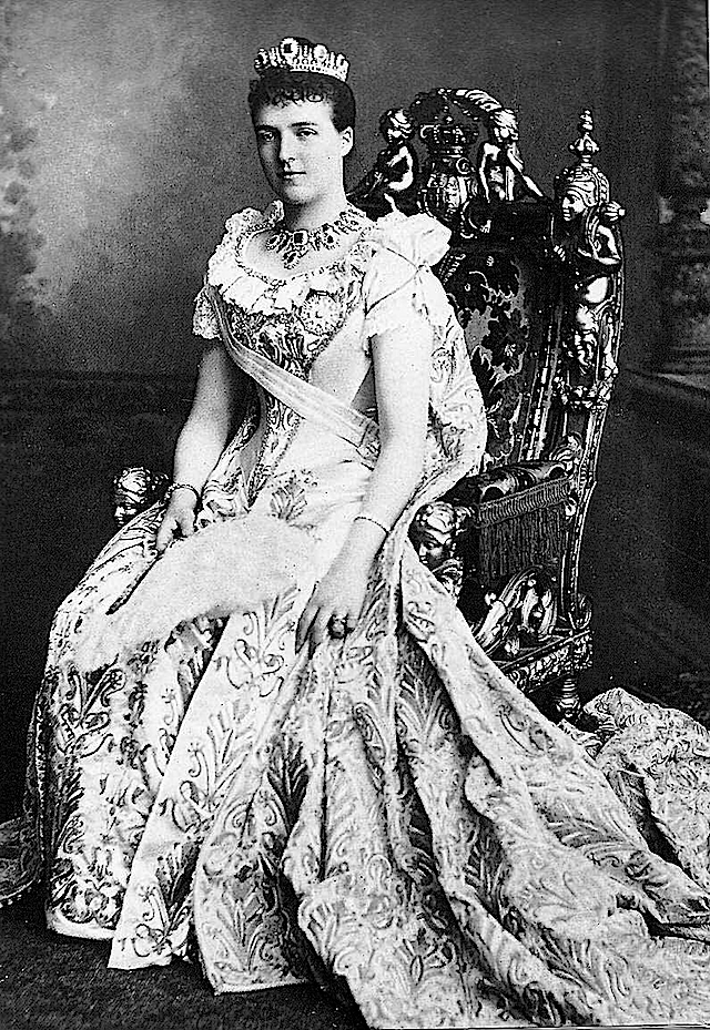 Amélie d'Orléans, Queen of Portugal seated mod