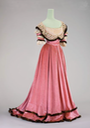 ca. 1901 Evening dress worn by Countess Courten (Münchner Stadtmuseum - München, Bayern, Germany) From pinterest.com/mnsuea/vintage/.png