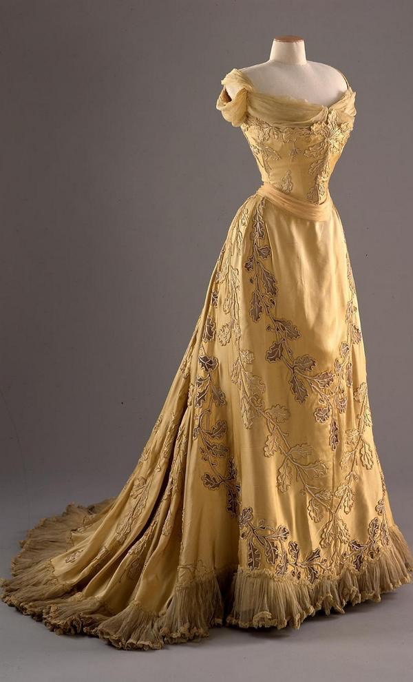 "1903 ""Oak Leaf Dress"" designed by Worth for Lady Mary Curzon (Museum of Costume - Bath, Somerset, UK) From fripperiesandfobs.tumblr.com:post:103659349610:oak-leaf-dress-designed-by-worth-for-lady-mary"