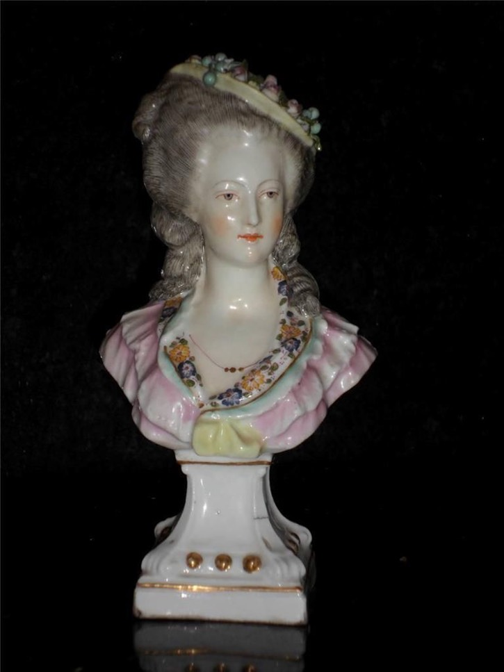 Color sculpture of princesse Lamballe by ? after Rioult portrait done posthumously by ? (location ?) Posted to marie-antoinette.forumactif.org/t114p180-portraits-de-la-princesse-de-lamballe by Comte d'Hézècques on 9 December 2014