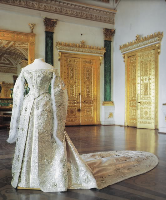Court dresss worn by Empress Maria Feodorovna APFxkmerov 29Nov09