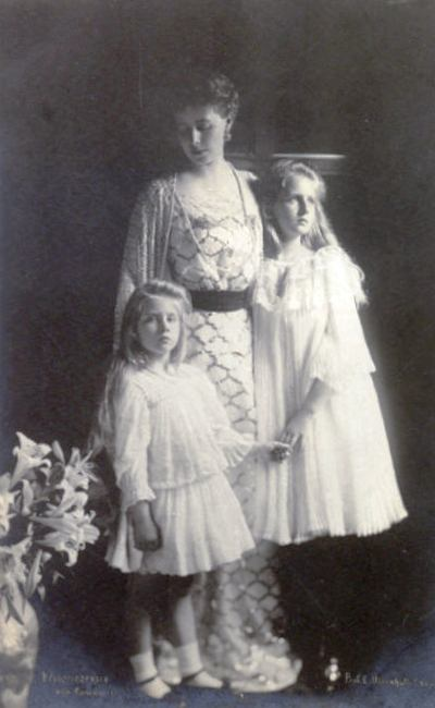 --Crown Princess of Romania with her daughters
