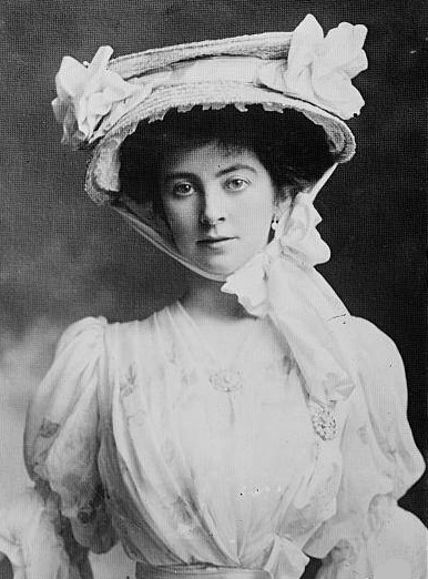 1902 Duchess of Westminster lower right sleeve Photoshop