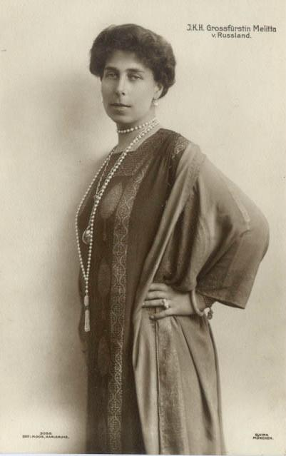 Victoria Melita wearing 1910s dress