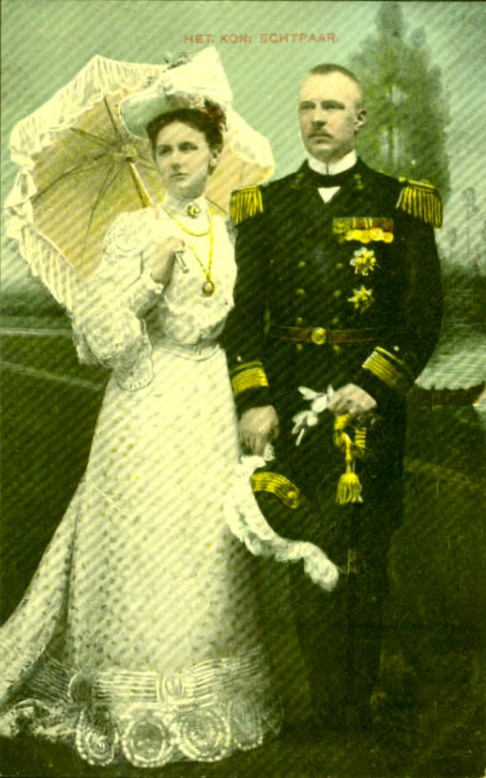 Dutch Royal Couple post card EB