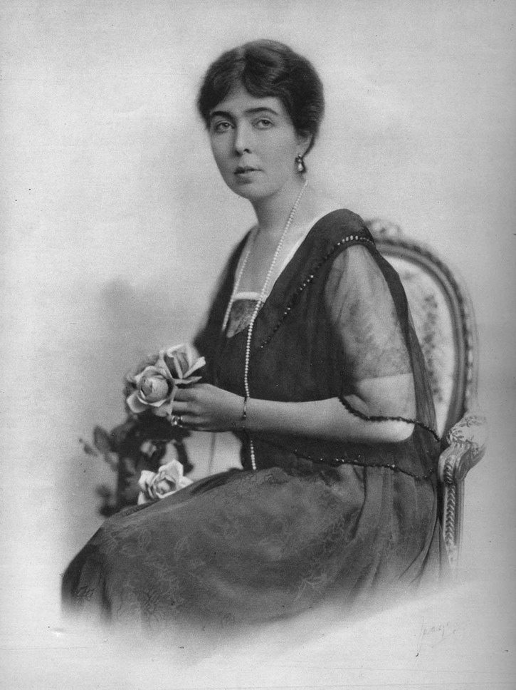 Margaret of Connaught seated in late- or post-War dress detint