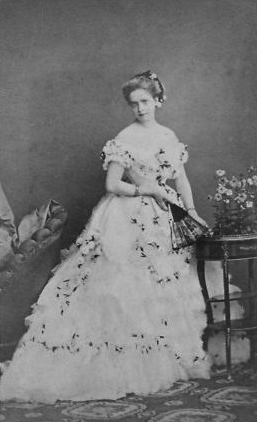 Maria Pia wearing a late 1860s evening dress FDxVeronica 15Jun11 despotted background