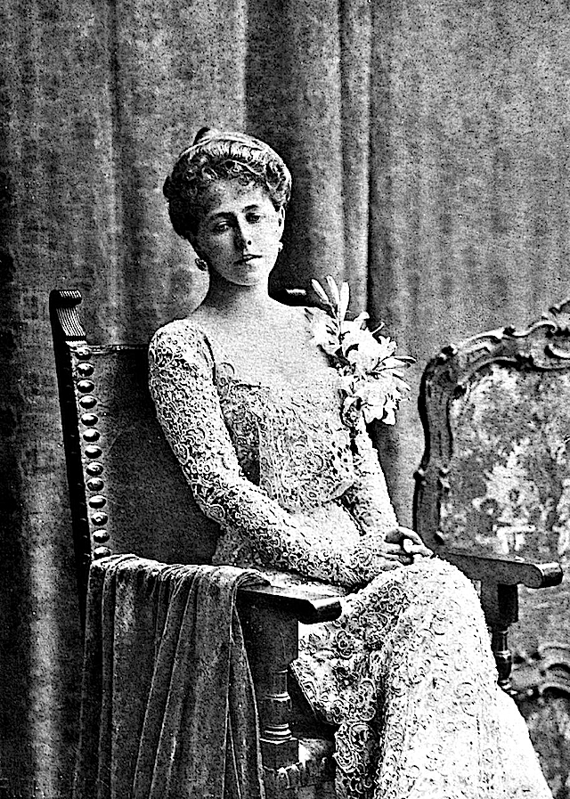 --Marie of Romania wearing an all-lace dress detint
