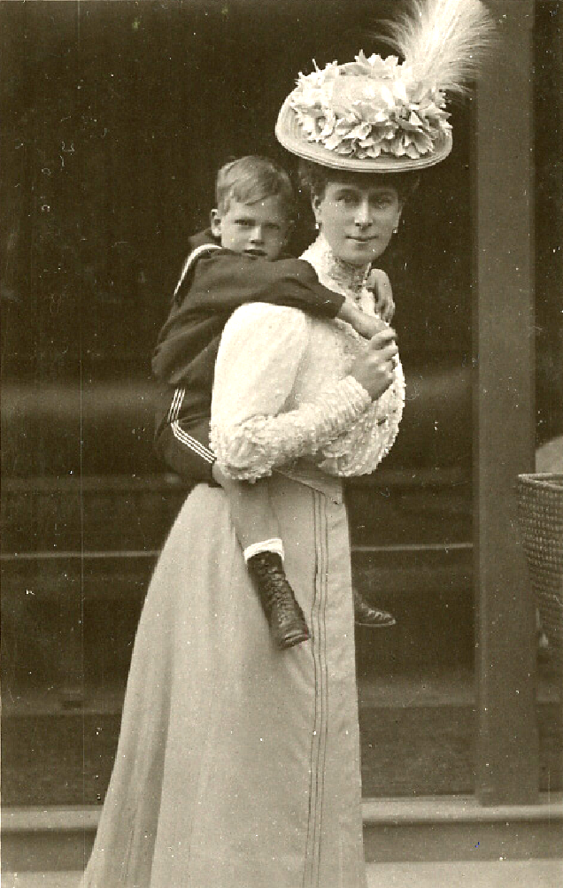 Mary carrying future GeorgeVI