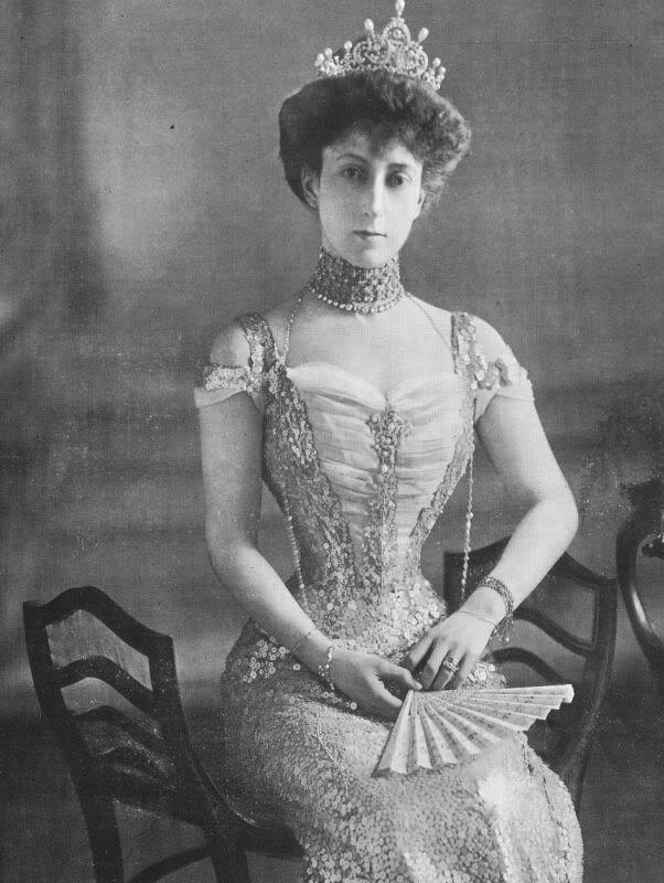 Albumette Dresses Worn By Queen Maud