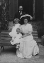 1907 (estimate based on ages of children) Princess Alice e hijas Margarita y Teodora