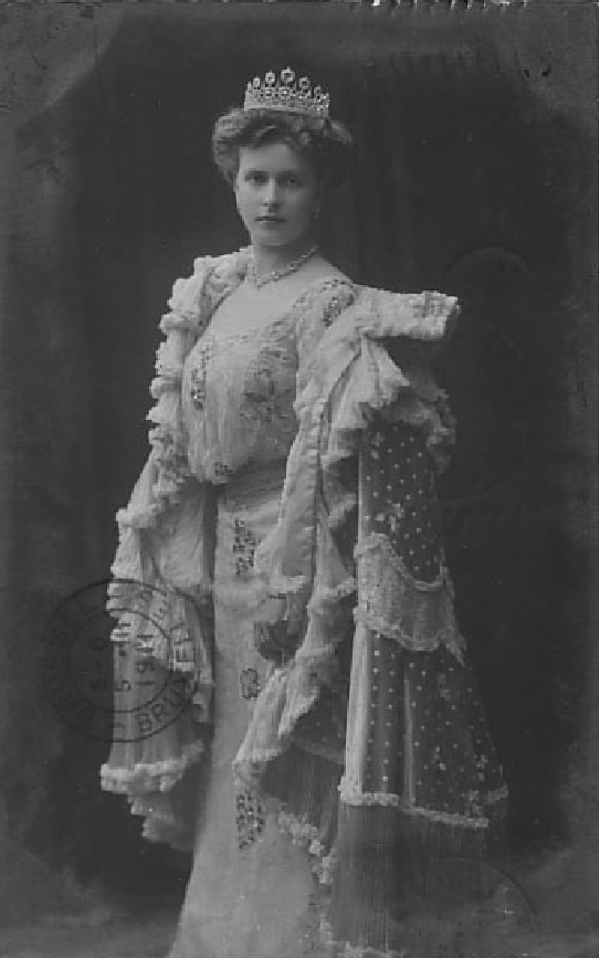 Princess Alice of Greece wearing a blouson bodice from post card detint