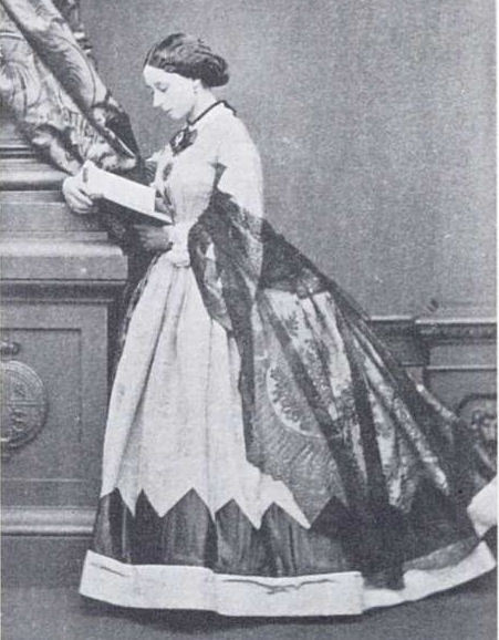 Princess Alice reading APFxAlexandre64 13Jan09