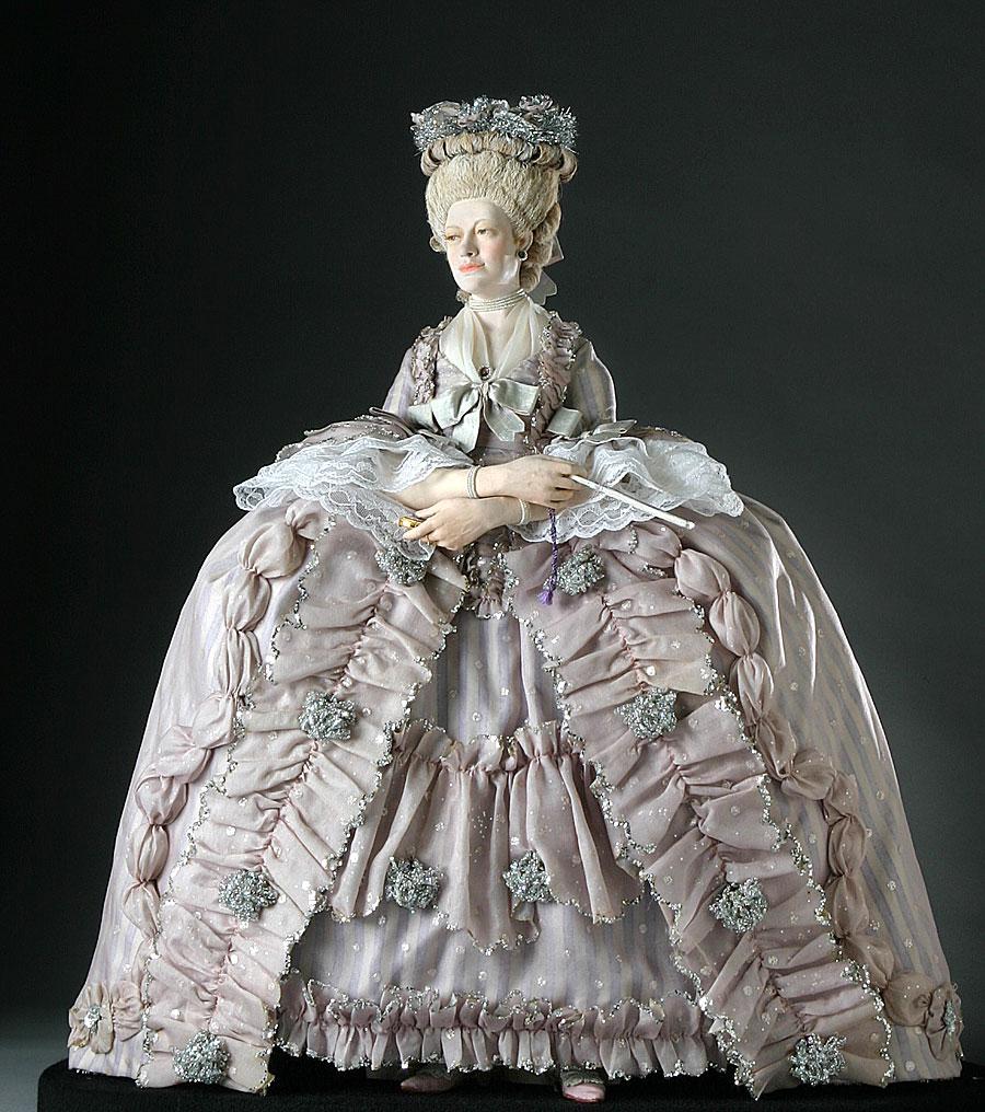 queen charlotte sophia figurine