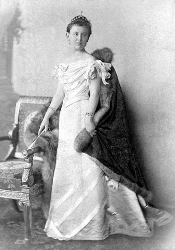 Queen Wilhelmina From brigittegastelancestry.com/royal/wilhelminanether1880.htm detint X 1.5