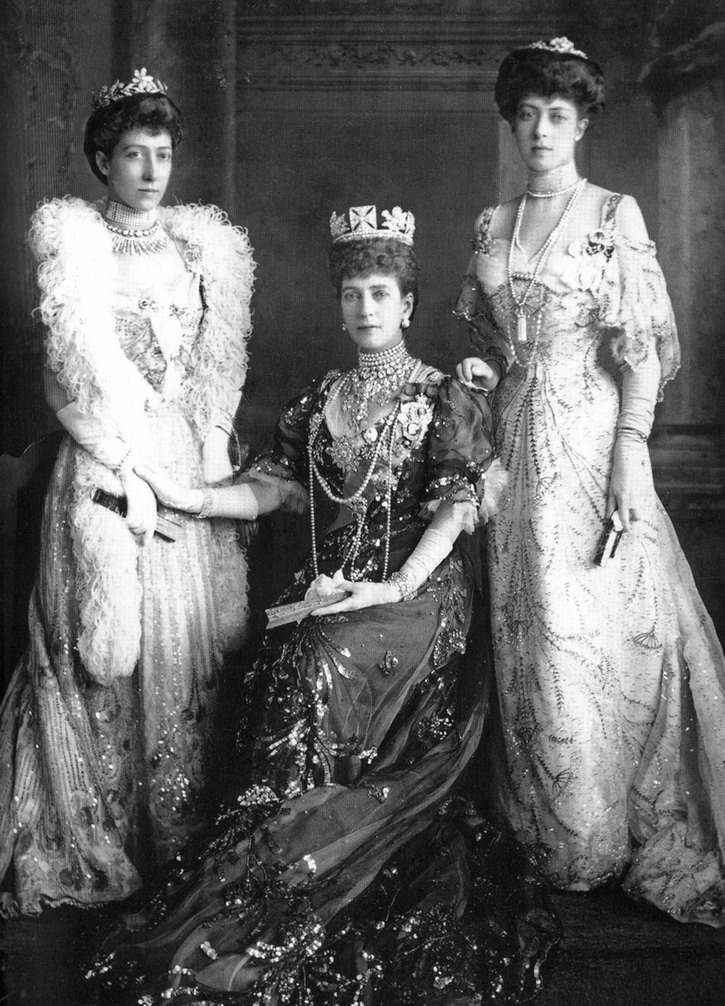 1905 (15 June) Princess Louise, Queen Alexandra, and Princess Victoria