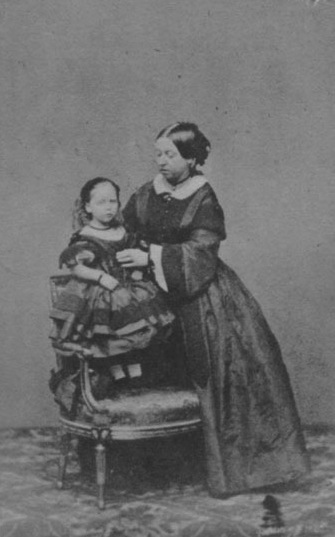 Queen Victoria and Princess Beatrice CDV EB detint