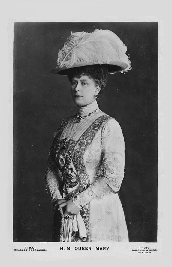 Pre-War photo of Queen Mary wearing a wide hat | Grand Ladies | gogm